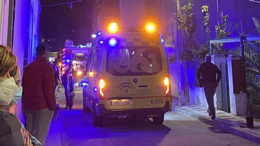 Sofocado un incendio en Nueva Málaga que calcinó una vivienda en la calle Haití