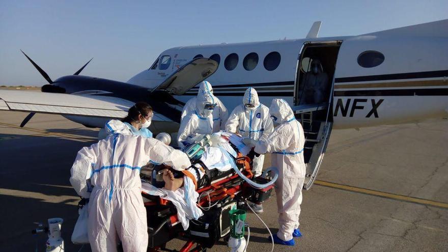 Trasladan a un paciente con covid grave de Menorca a Son Espases