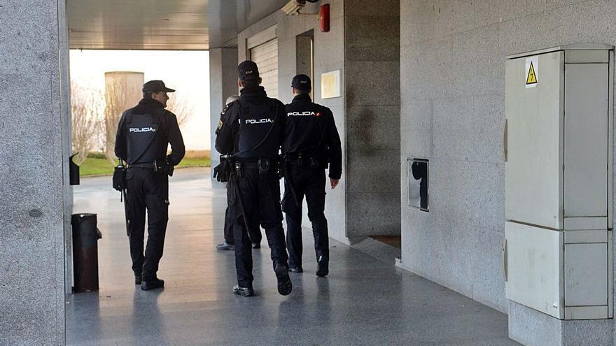 Denuncias cruzadas en la reyerta del hachazo: al detenido de Vilanova le arrancaron un trozo de oreja