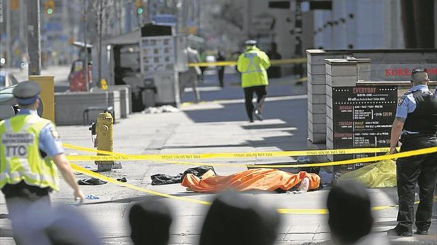 Diez muertos y 16 heridos en un atropello múltiple en Toronto