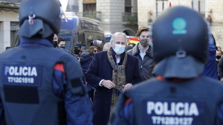 Els CDRs obstaculitzen l'acte de Vox a Girona en el dia de la Constitució