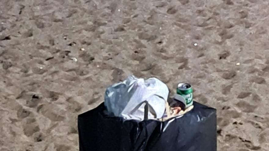 El Partido Popular demanda papeleras de reciclaje en la playa y en la avenida de Playa Honda