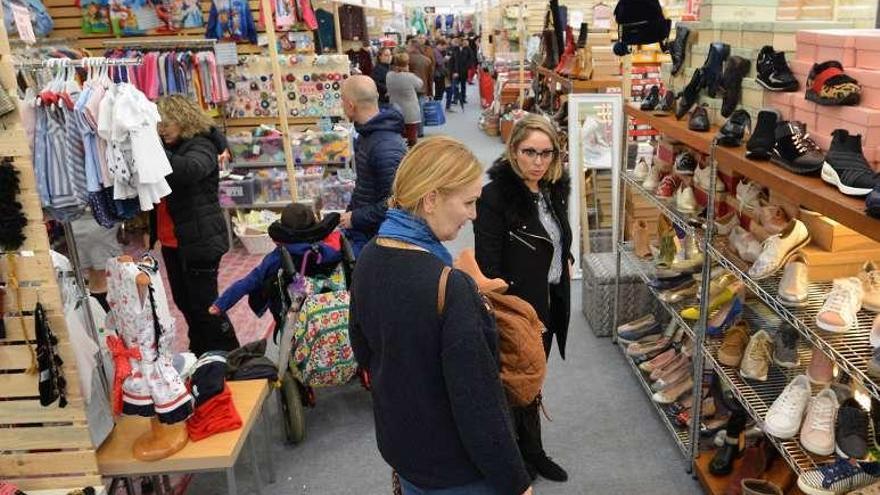 Sanxenxo expone sus productos en la primera Feria Mixx, en la Praza do Mar