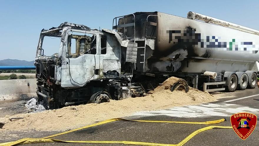 El incendio de un camión obliga a cortar la A-23 en sentido Teruel a la altura de Paniza