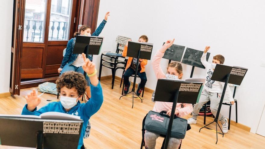 Un total de 710 alumnos de las escuelas de música valencianas se benefician de los 300.000€ de las becas Bankia