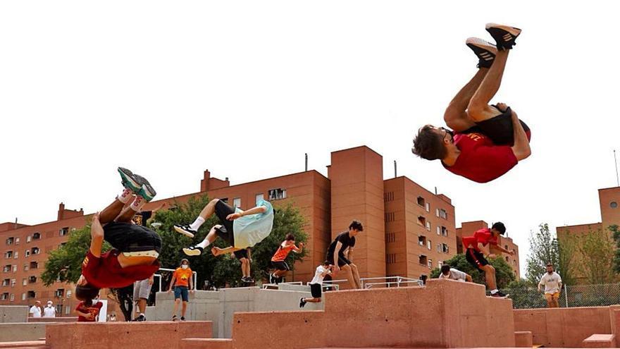 Zaragoza estrena su primera pista de parkour en el Actur