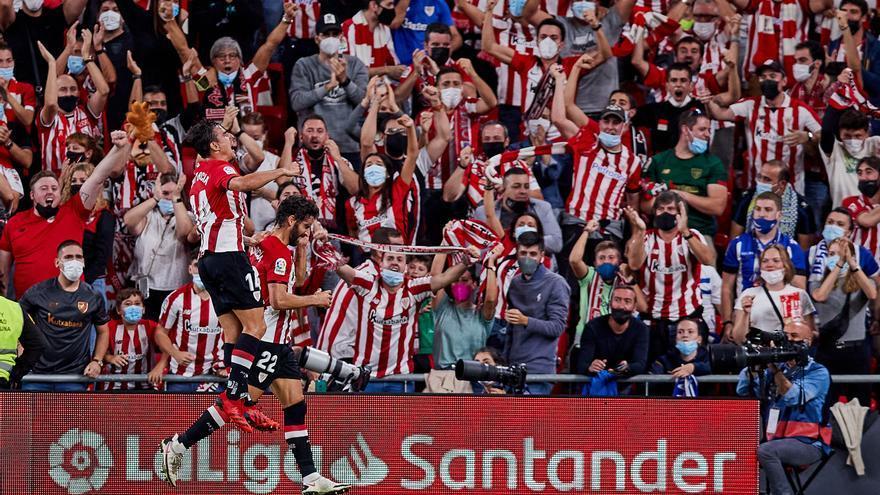 El Athletic demuestra su solvencia y gana a un Alavés en problemas