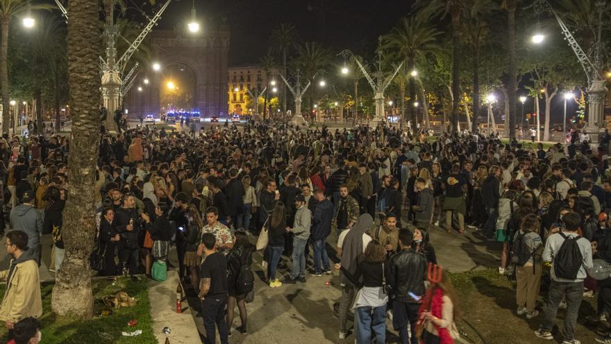 Desmadre en las calles de Barcelona con el fin del estado de alarma