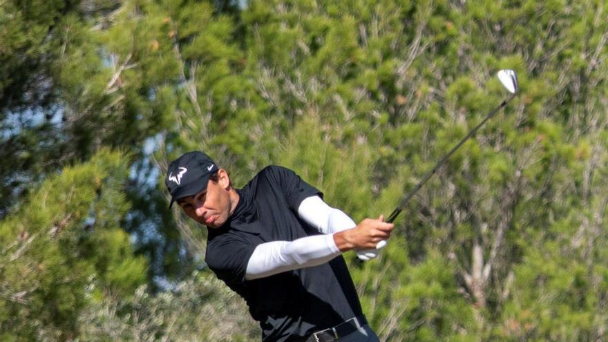 Rafa Nadal, a seis golpes del líder en el mid-amateur de golf de Baleares