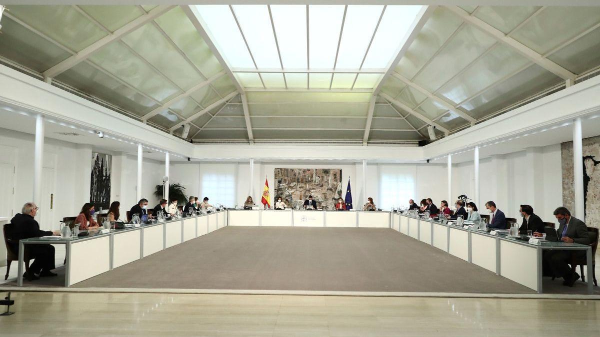 Pedro Sánchez preside la reunión del Consejo de Ministros.
