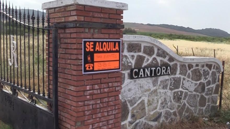 Aparece un cartel de 'Se alquila' en Cantora
