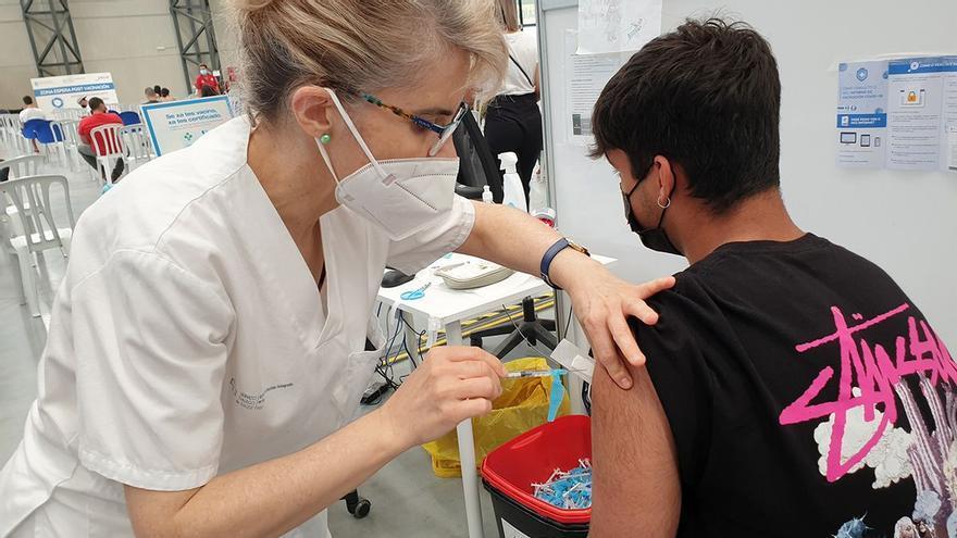 """Sanidade llama a participar este domingo en la convocatoria de vacunación sin cita para """"seguir sumando"""""""