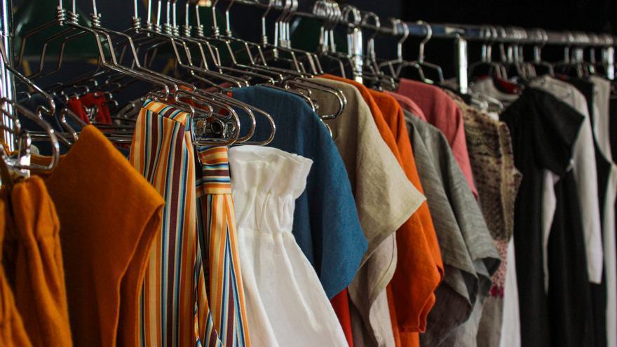 Llega la moda anticovid: las prendas se convierten en armaduras contra los virus