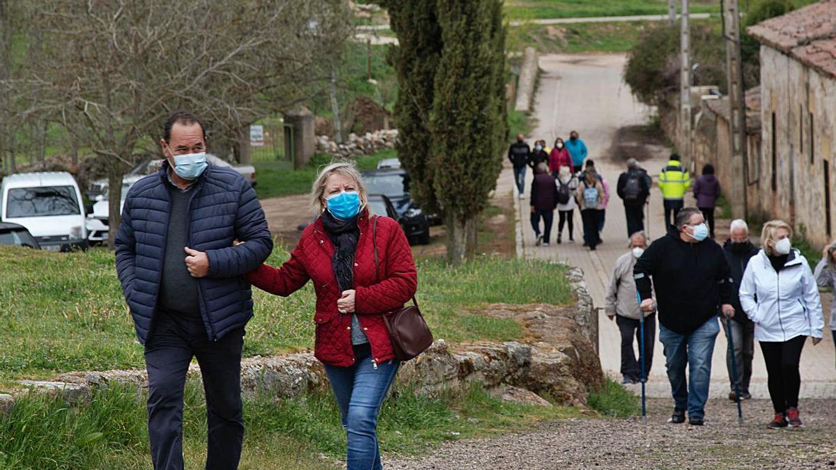 Muchos zamoranos se acercaron en agradable paseo dominical hasta la pradera de Valderrey.