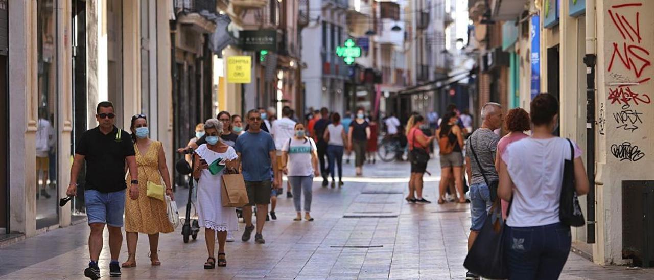 FAES señala al turismo, comercio y servicios como los sectores peor parados de la crisis