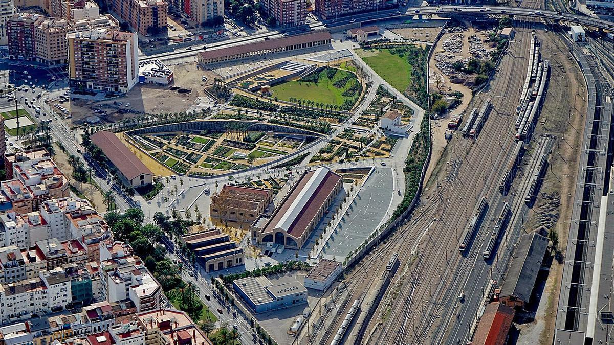 El Parc Central inacabado con la estación provisional Joaquín Sorolla a la derecha.  | V.P.C.