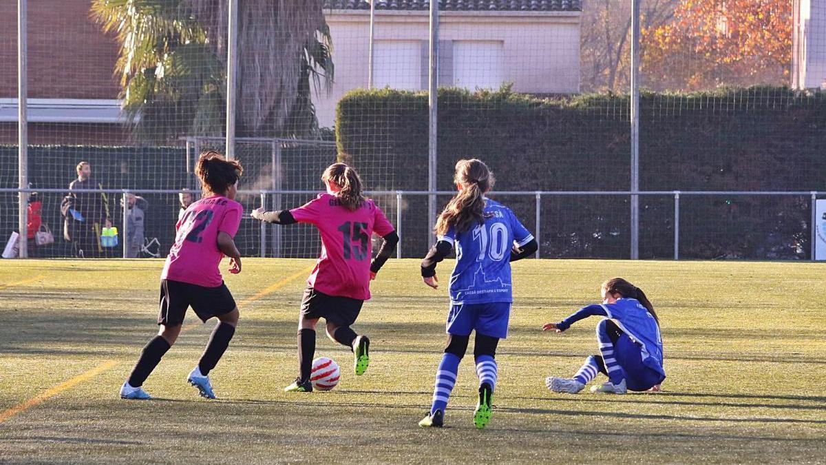 El Gerunda FC comparteix el camp municipal de Fontajau amb equips masculins.