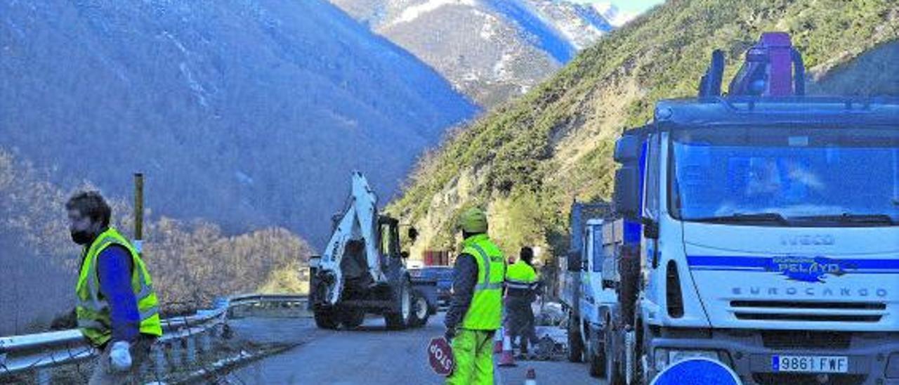 Obras en la carretera de San Isidro   A. Velasco