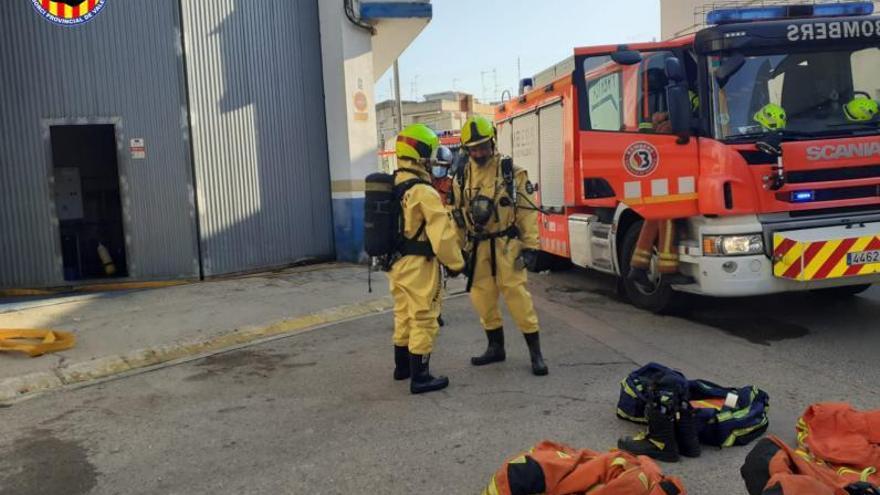 Una fuga de amoniaco fuerza el desalojo de una empresa en Guadassuar