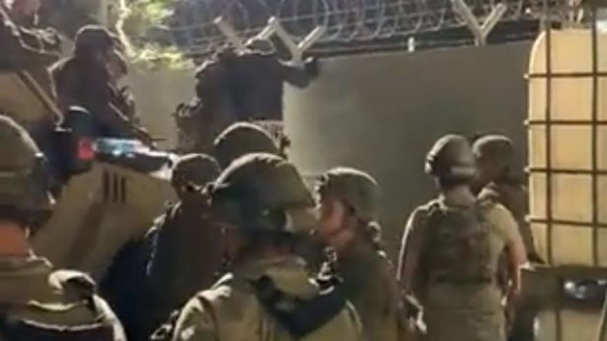 """""""¡España, España!"""", así rescata el Ejército a los afganos en el aeropuerto de Kabul"""