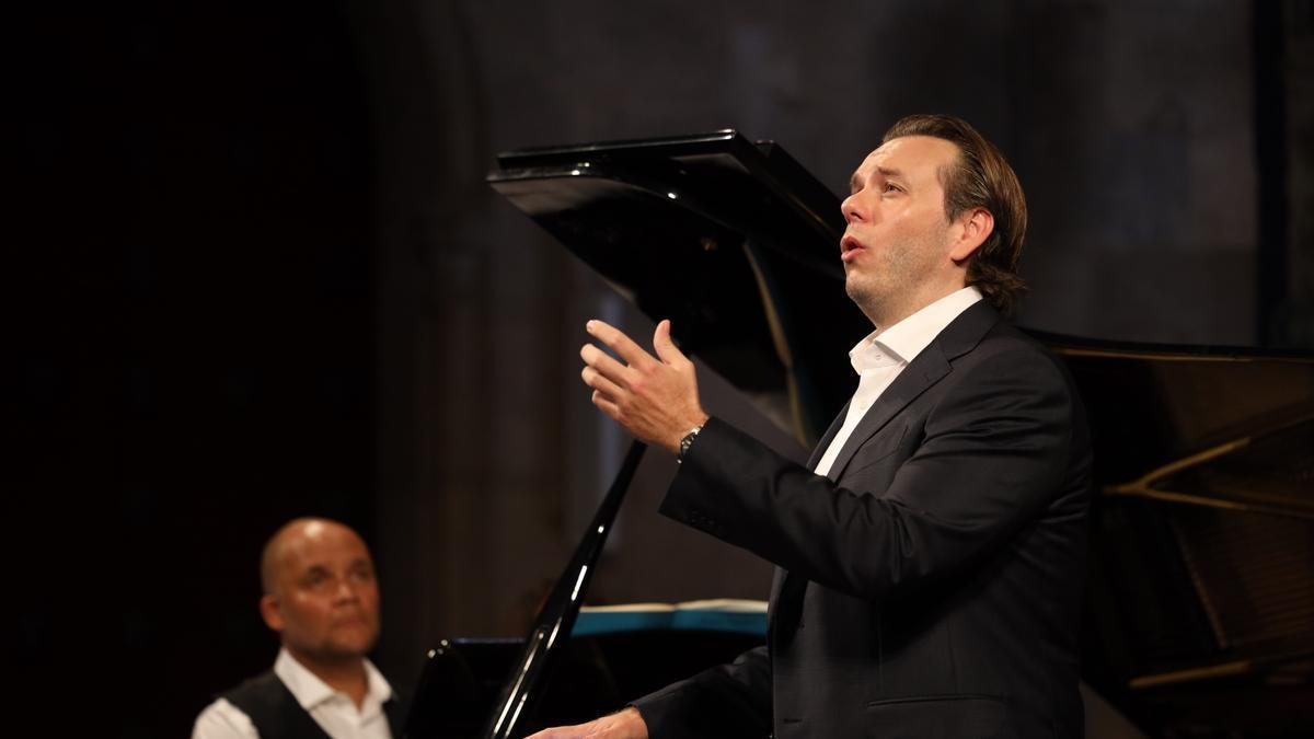 El tenor francès es va estrenar ahir a l'església del Carme en el marc del Festival de Peralada.