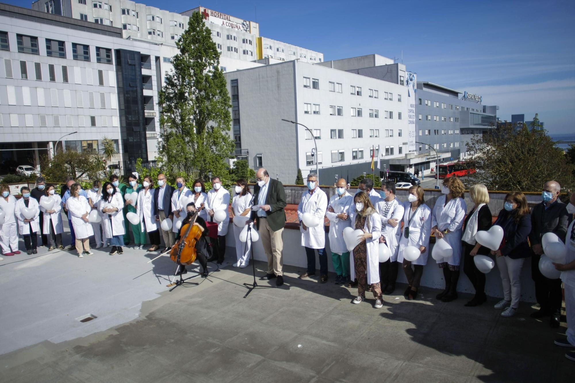 Homenaje de sanitarios a pacientes Covid y a sus familiares
