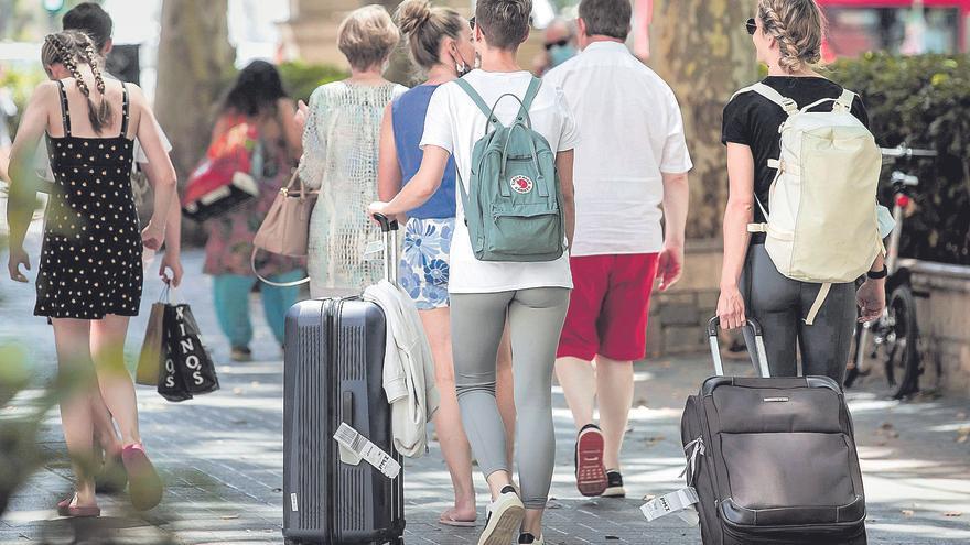 Los sindicatos acusan al sector turístico de Mallorca de fraude laboral para reducir sus plantillas