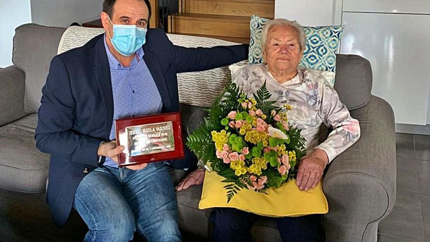 Parada de Sil festeja a Jesusa Varela, la cuarta centenaria de una familia de longevos