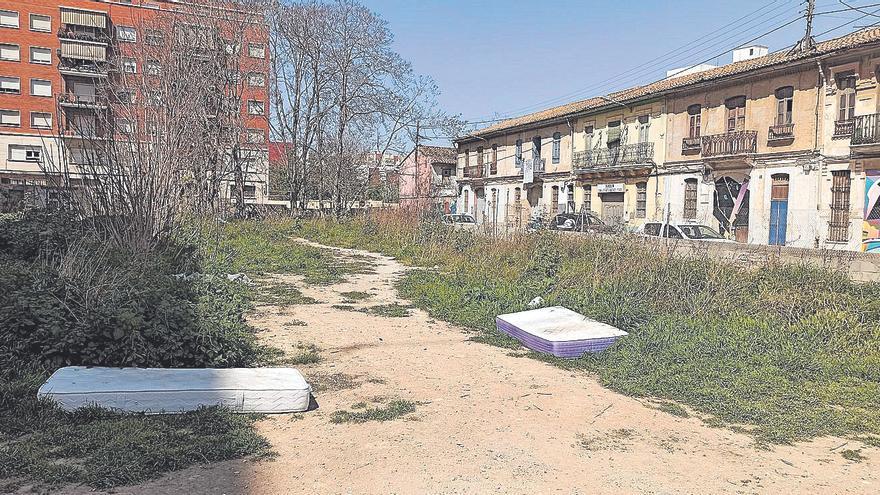 Degradación y casas ocupadas en el futuro PAI de la calle Moncayo