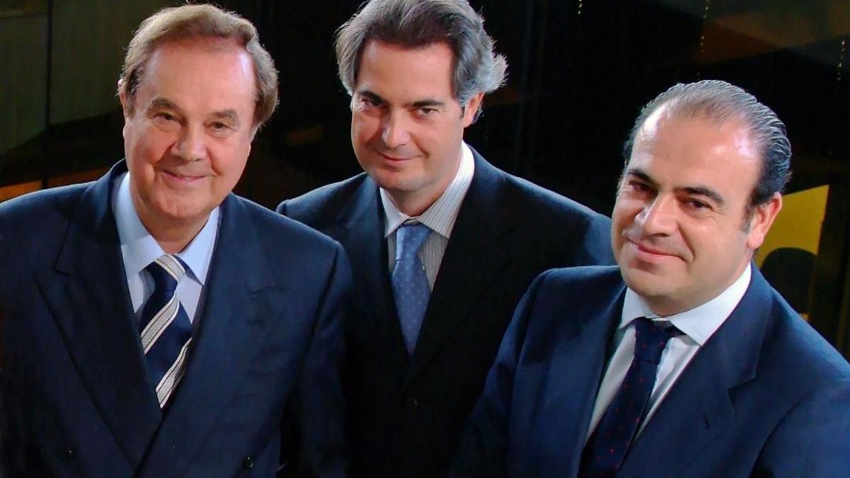 Sebastián Escarrer Jaume, entre su padre Gabriel Escarrer y su hermano Gabriel Escarrer Jaume.