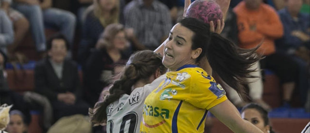 Alba Albaladejo, contra el Lugi Lund sueco, en la Copa EHF, el pasado enero.