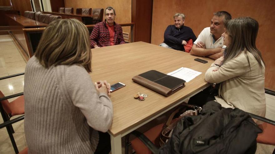 Los sindicatos municipales se encierran en el Ayuntamiento de Avilés