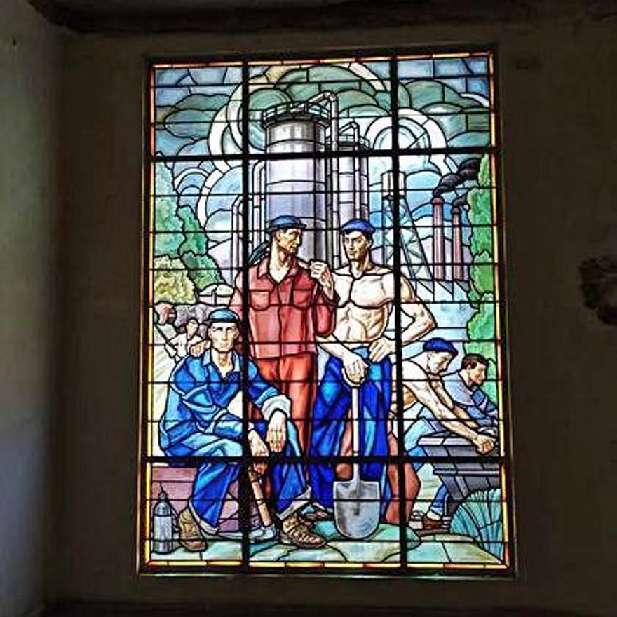 La vidriera de la casa Maumejean en la escalinata del hall de entrada del edificio de Banesto.