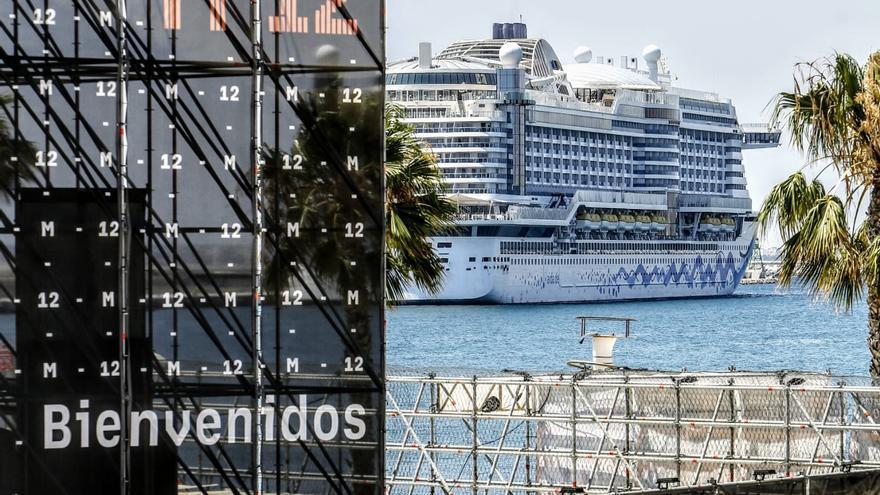 Primera escala en el puerto del crucero Aida Perla con 1.400 turistas alemanes a bordo