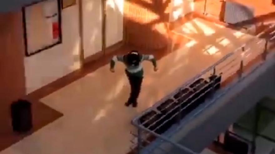 """El curioso baile grabado en un edificio de la Universidad de Oviedo que arrasa en """"TikTok"""""""