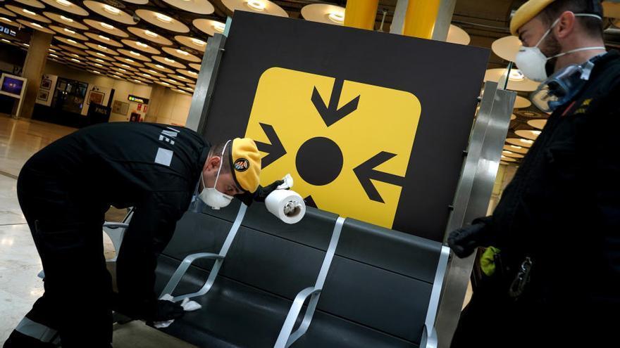 La UME controla el aeropuerto de Barajas ante el estado de alerta