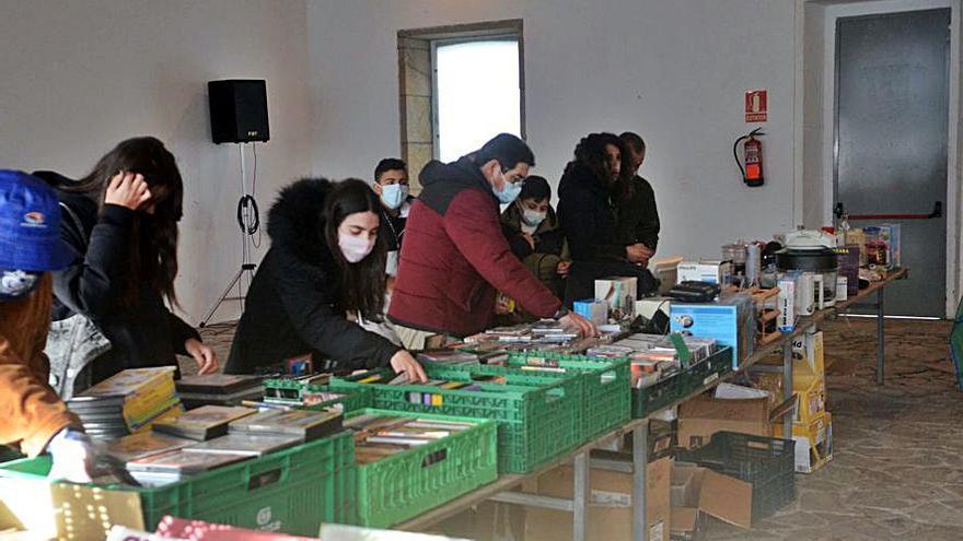 Mercado solidario de la Protectora en la Praza da Peixería