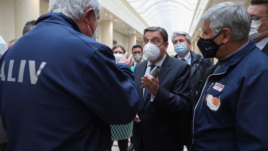 El ministro Planas cree que el metilclorpirifos tampoco sirve contra el 'cotonet'