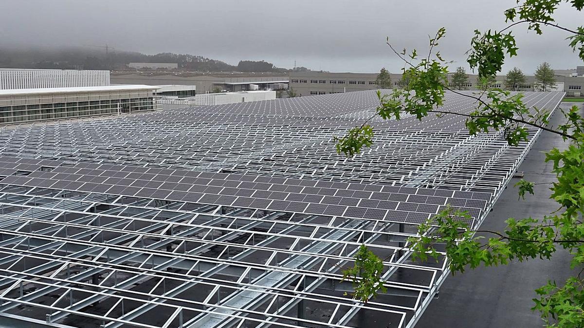 Placas solares de Inditex, en el polígono de Sabón. |   // I. A.