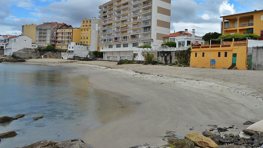 Reabre la playa de A Carabuxeira y se anuncia la mejora de Lavapanos