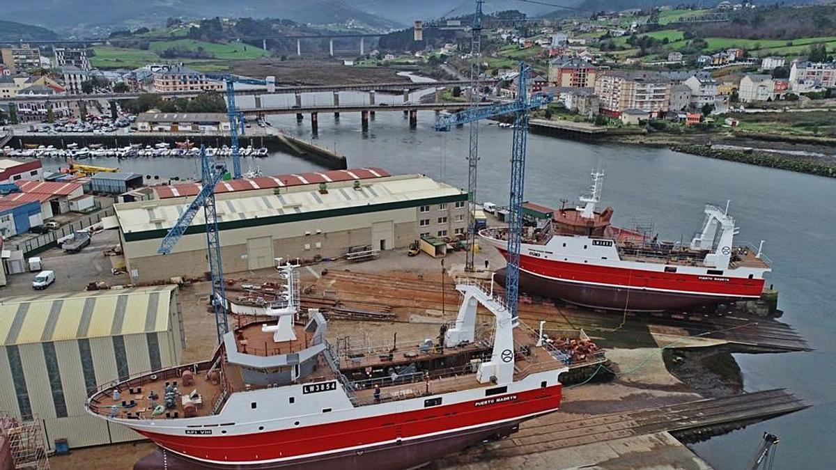 Botadura la semana pasada de dos pesqueros en los astilleros de Armón en Navia. | Iberconsa