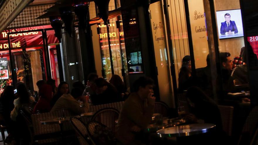 Macron anuncia un nou confinament de França i Alemanya tancarà bars i restaurants durant un mes