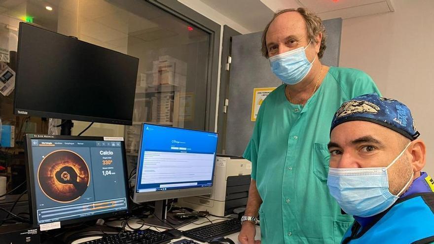 El servicio de Cardiología del hospital Reina Sofía incorpora tecnología más precisa para tratar la patología coronaria