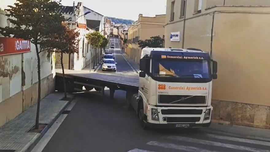 «Insuportables sorolls» pel pas de tràilers a Sant Feliu de Guíxols
