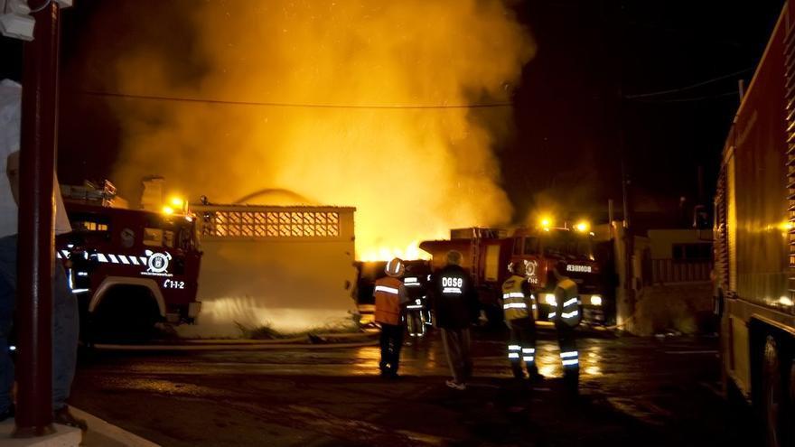Extinguen un incendio en un bar en La Cuesta