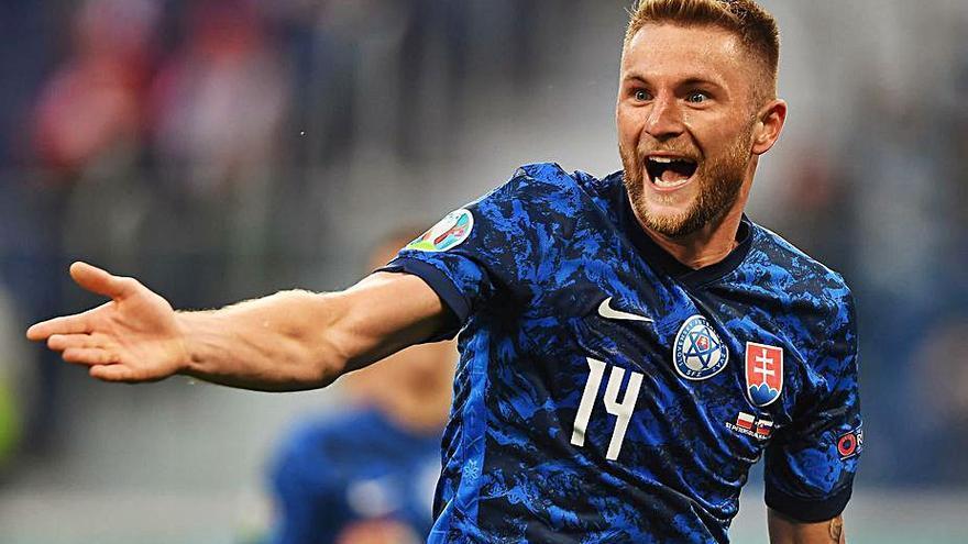 Eslovaquia detiene a Lewandowski y sorprende a una triste Polonia