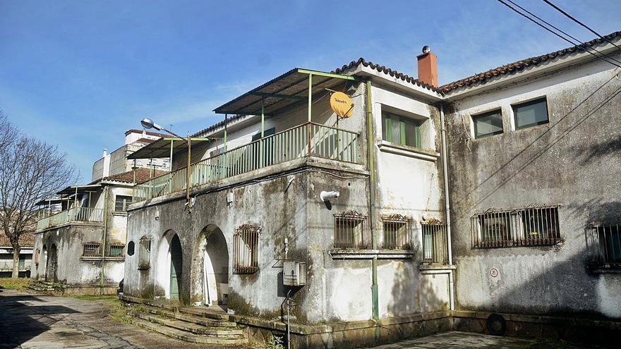 Defensa rehabilitará uno de los pabellones de viviendas sin uso en Rosalía de Castro
