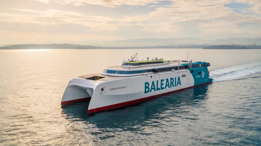 El primer 'fast ferry' del mundo con motores a gas natural unirá Ibiza con Palma y la península