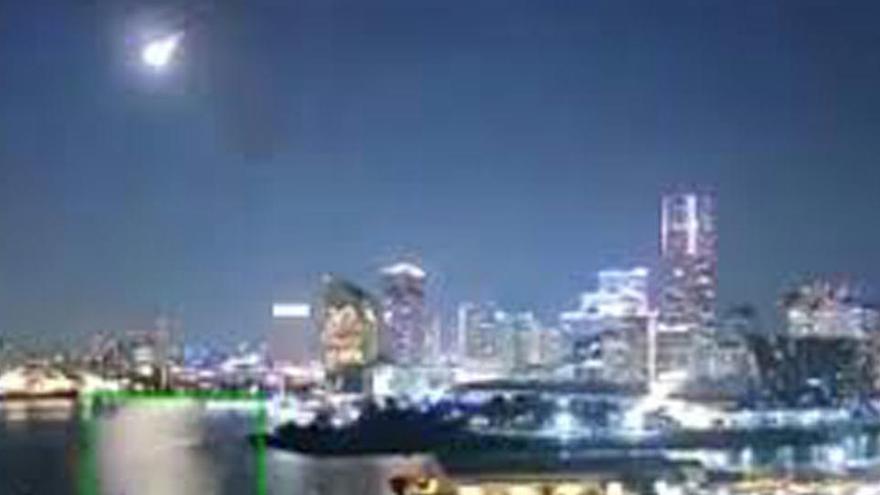 Espectacular explosió d'un meteorit en entrar al cel del Japó
