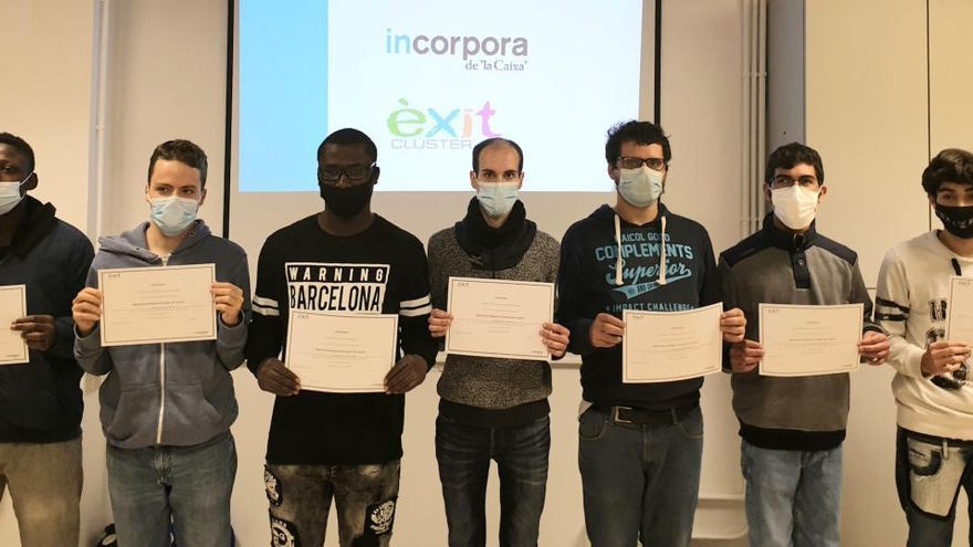 Entrega de diplomes dels participants en els cursos del Clúster Èxit